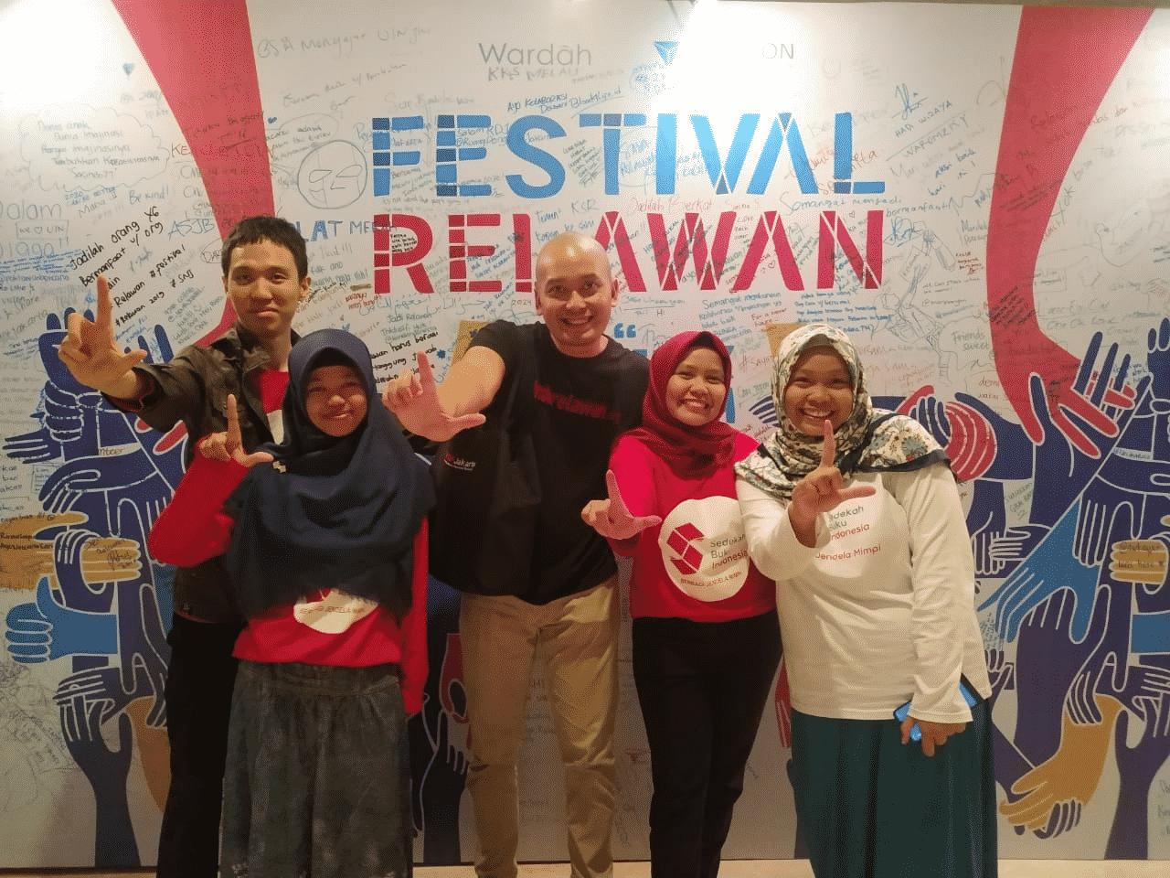 Relawan, Lampaui Kemanusiaan